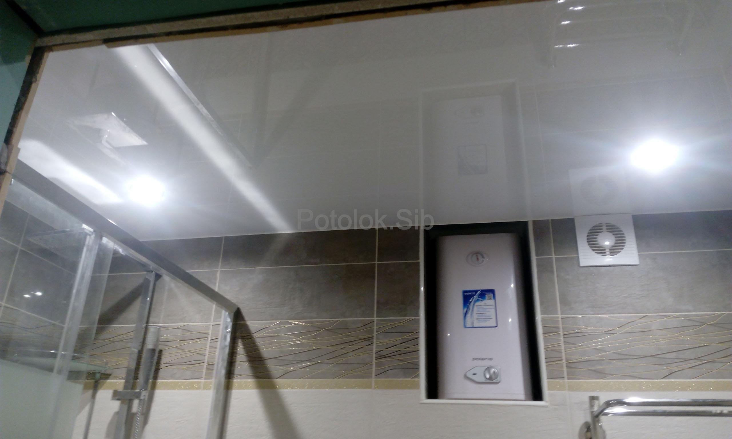 Глянцевый натяжной потолок   Санузел