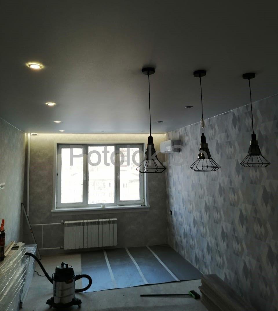 Матовый и сатиновый натяжные потолки | Зал-гостиная